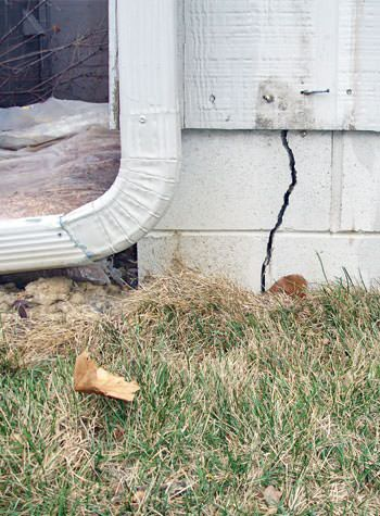 foundation wall cracks due to street creep in Houston